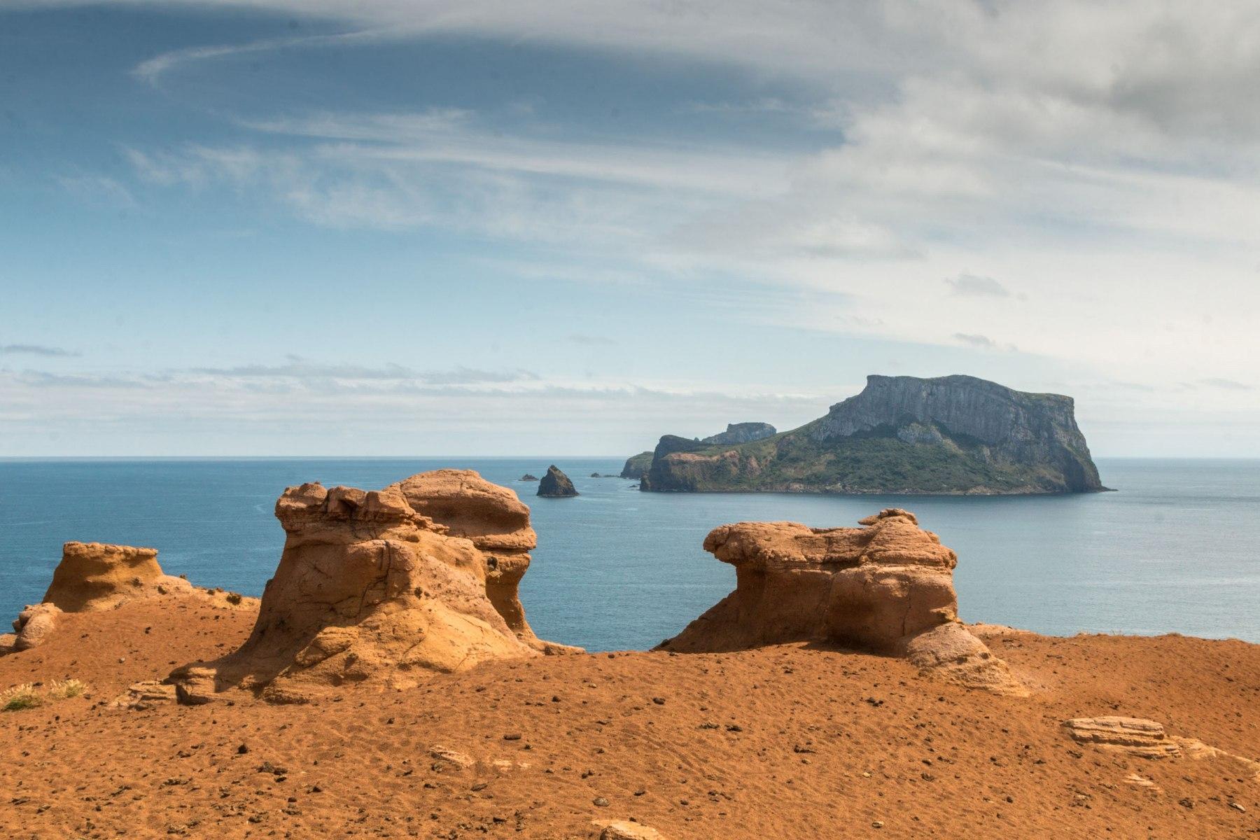 Mars-Lookout-Kokowai-looking-out-to-Mangere-Island-Pitt-Island.-Photo-Doreen-Batchelor